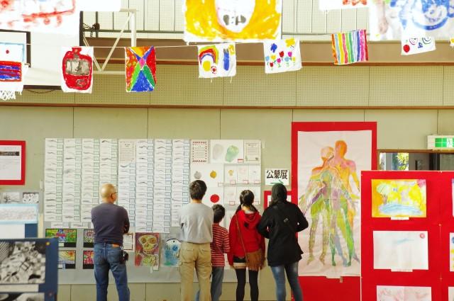 旧北足柄中で絵の展覧会「あしがらアートの森」開催。森のワークショップ&レストランも登場