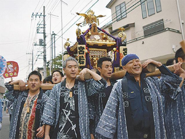 「驚神社」(おどろきじんじゃ/横浜青葉区)で例大祭。地域神輿が集結、夜は模擬店いっぱい