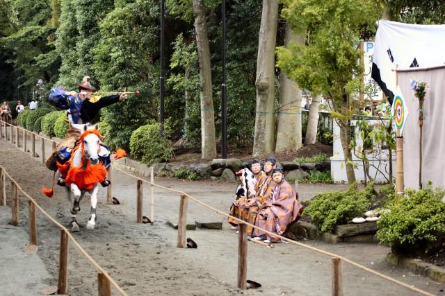 寒川神社で人馬駆け抜ける迫力の流鏑馬(やぶさめ)を見よう!9月19日(火)14時から開催