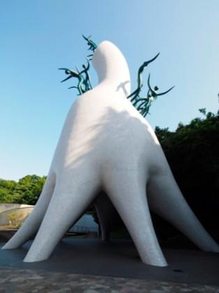 岡本太郎美術館(川崎)で『岡本太郎が愛した沖縄』展。本人撮影のモノクロ写真から迫る