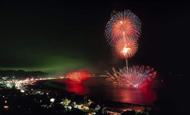 三浦海岸納涼まつり花火大会【8月22日(水)約3,000発】