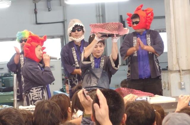 踊る!?マグロの解体ショーや地産地消グルメ、特価朝市も!「よこすかさかな祭り」10月1日@横須賀魚市場