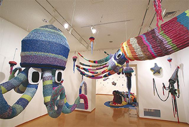 「へんなあみもの203gow編んだ~わーるど展」横須賀美術館
