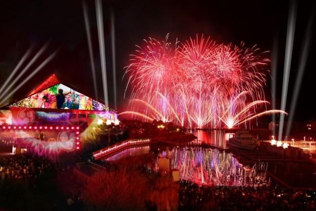 横浜・八景島シーパラダイス『花火シンフォニア -meets Sky Light Magic- 』【約2500発】