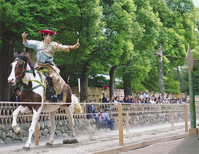 鎌倉の鶴岡八幡宮で全3日間の「例大祭」。名物の流鏑馬など披露