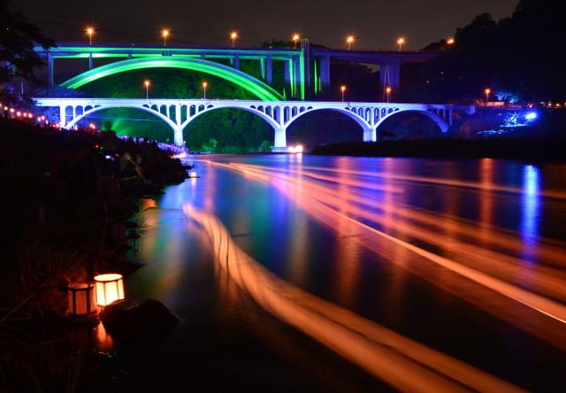 8月16日(金)『小倉橋灯ろう流し』クライマックスには花火も!灯ろうに込めた人々の想いを乗せて