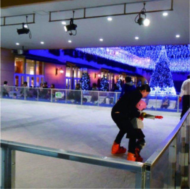 トレッサ横浜 平日は滑り放題 キッズに大人気のスケートリンク