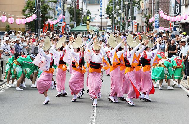 歩行者天国で阿波踊り 第4回相模川ローズガーデンフェスティバル