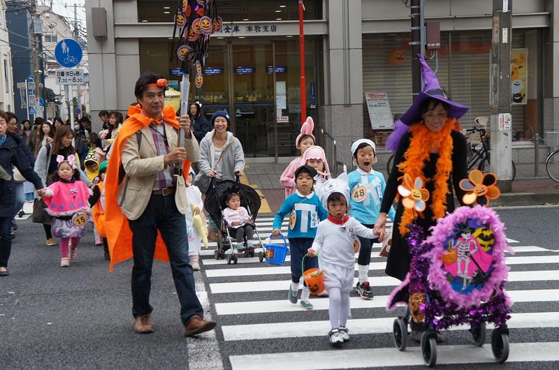 『ハロウィン in 中本牧』パレード、コンテスト、そして合言葉でお菓子をゲット!@横浜市中区