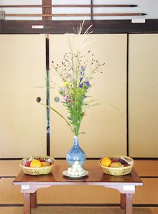 多摩市文化財「旧富澤家」にお月見の十五夜飾りを展示