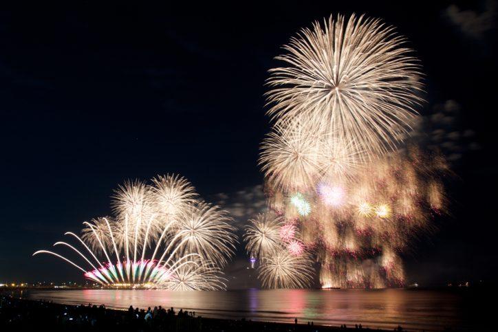 藤沢名物秋の花火!今年も3000発が夜空を彩る「ふじさわ江の島花火大会」