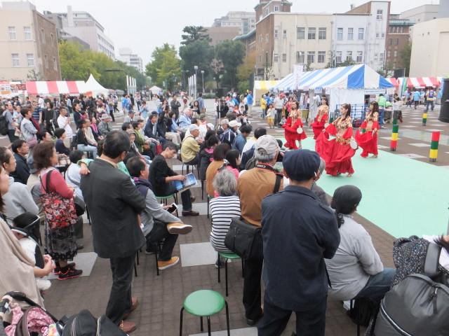 子どもたち集まれ!みなとみらいで「よこはま国際フェスタ2016 with 横浜だがしや楽校」