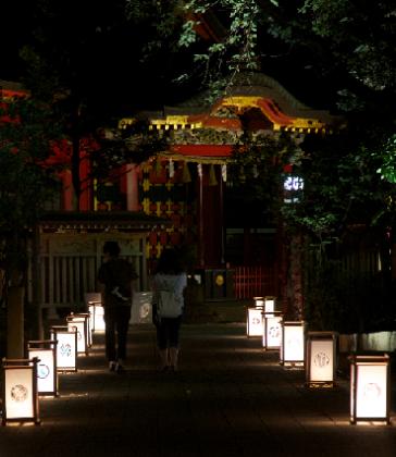 夏の夜は江の島へ!約1000基の灯籠が幻想的な世界を演出「江の島灯籠2017」