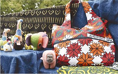 ケニアの孤児院でつくられた作品を販売!獺郷でチャリティバザー