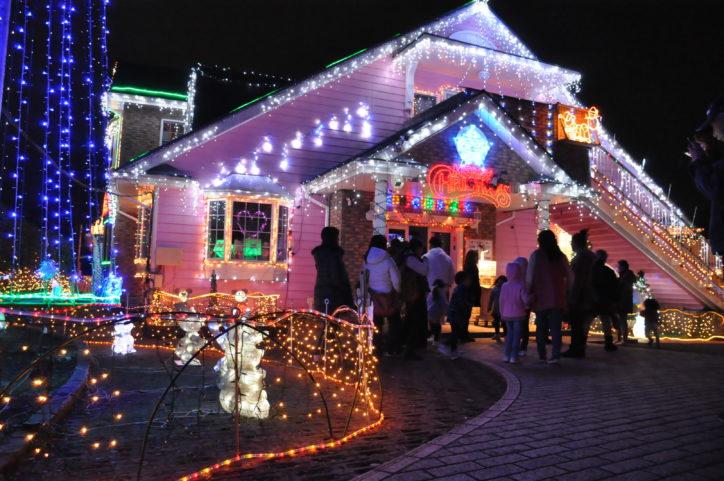 園舎がキラキラおもちゃのお家に!横須賀・相武幼稚園イルミネーション