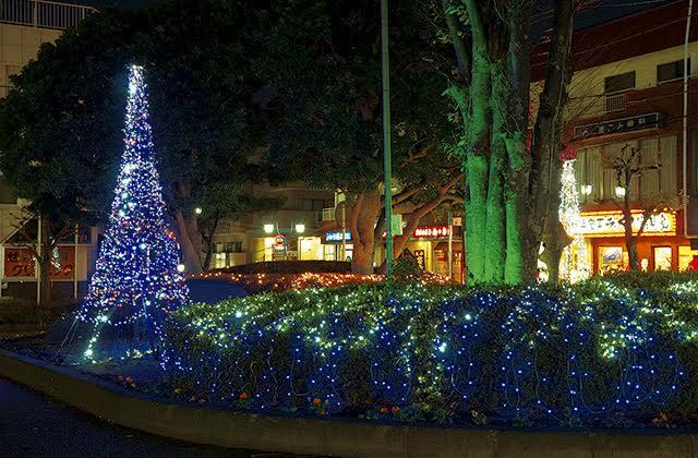藤沢・善行駅前ロータリーほっと温まる3万球の街角イルミ