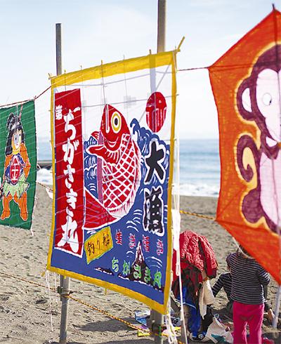 色鮮やかな連凧舞う サザンビーチ茅ヶ崎で新春凧揚げ大会&グルメも出店