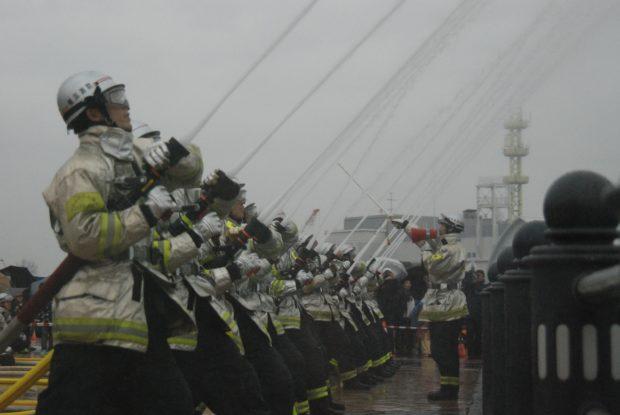 大迫力の「横浜消防出初式2018」音楽隊ステージや東北グルメ・物産展も@横浜赤レンガ倉庫