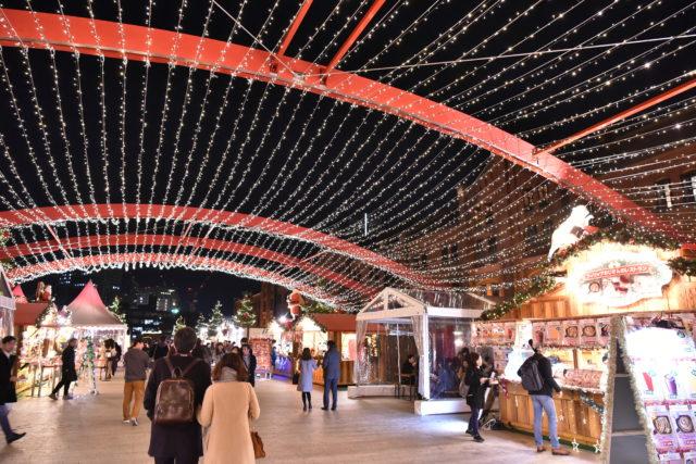 光輝くドイツのクリスマスマーケット ディーン・フジオカさんが点灯@横浜赤レンガ倉庫