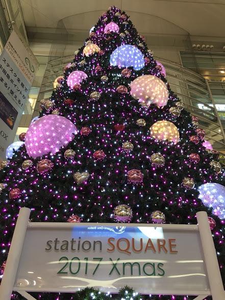"""相模大野駅直結の吹き抜け広場に""""おもてなし""""クリスマスツリー登場"""