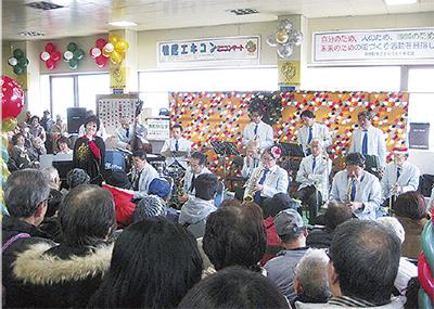 ジャズとクリスマスソングを堪能「鴨居エキコン」@鴨居駅2階通路