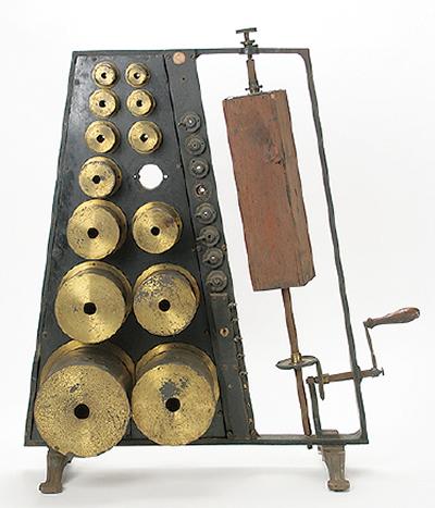 100年以上前の実験機器並ぶ「必見!!むかしの実験機器展」@桐蔭学園