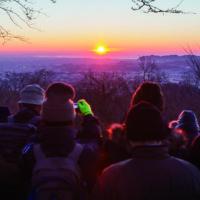 <開催中止>初日の出は山で見る派なら弘法山登山2020で迎えよう 甘酒サービスも(秦野市)