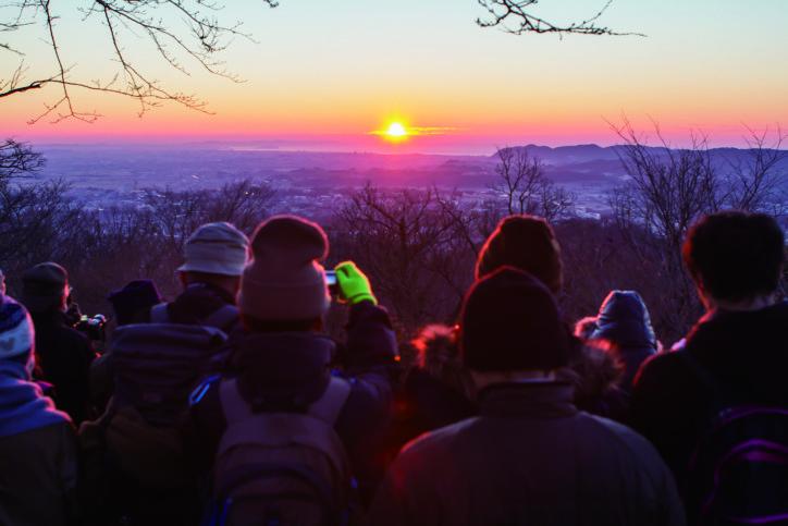 初日の出は山で見る派!弘法山登山で迎えよう 甘酒サービスも(秦野市)