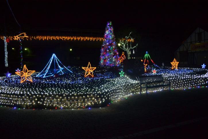12月23日花火と音楽の競演!「くりはま花の国」冬イルミネーション(横須賀市)