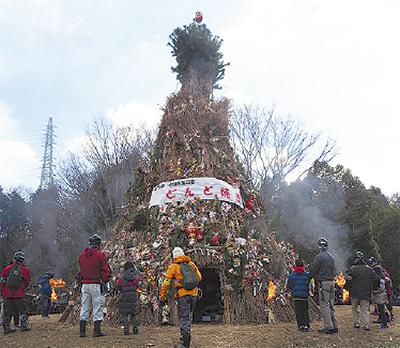 一年の健康祈る「どんど焼き」@町田・小山内裏公園