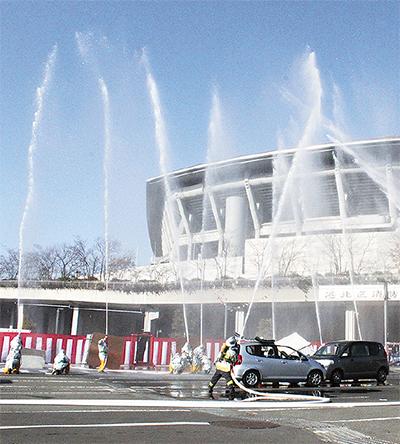 日産スタジアム駐車場で「港北区消防出初式」