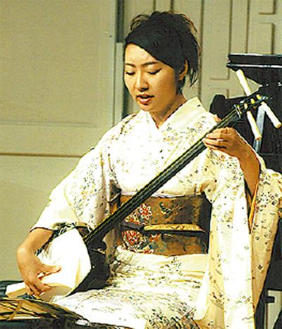 三味線とバイオリンの二重奏など鶴巻公民館で「ぶれーめん」新春コンサート