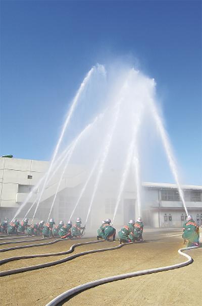 多摩区は稲田中学校で「消防出初式」