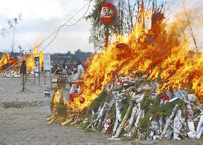 金沢区・海の公園砂浜で「どんど焼き」凧作り体験や模擬店も
