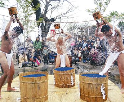 ド迫力の「水かぶり」でご利益を!慈眼院で新年祈祷祭