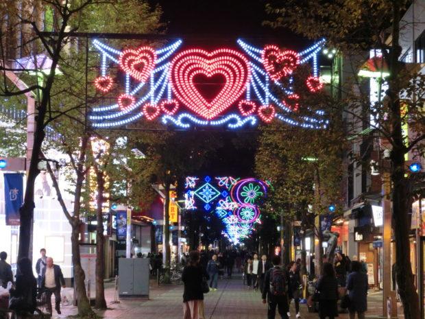 あたたかなハートの灯りも登場「イセザキ・ライト」雪の結晶&幾何学模様ライト(横浜市中区)