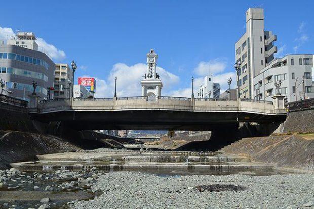 まほろば大橋/からくり時計塔そびえる秦野駅前憩いの広場