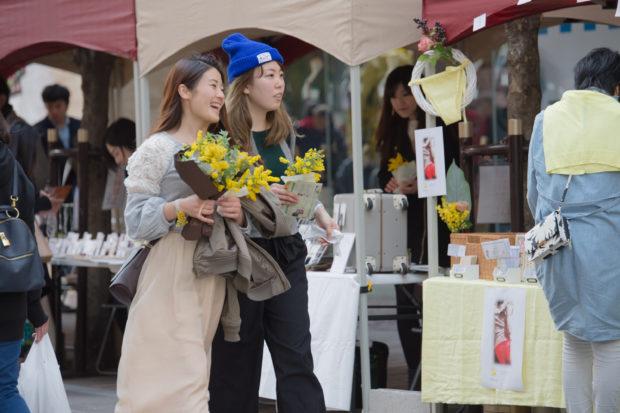 「花贈りの達人」長井ジュンさんも登場 ラチッタデッラがミモザの花&香りに包まれる