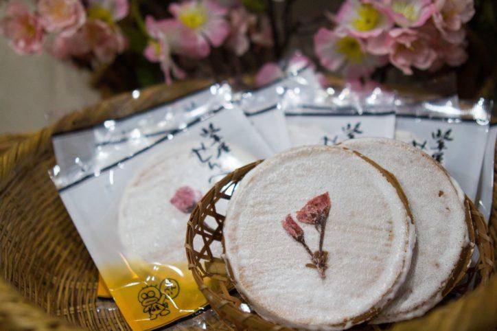 八重桜がおしゃれ 手作り煎餅