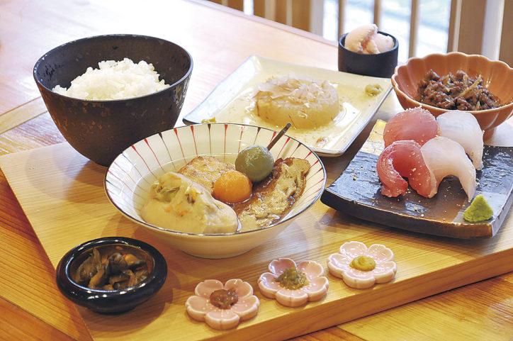 小田原おでんと地魚のお店「小田原おでん本陣」かまぼこの食べ比べもしてグルメ三昧に!