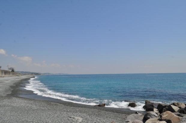 かまぼこ通りから穴場の浜辺へぶらり。小田原市マンホールカード配布も