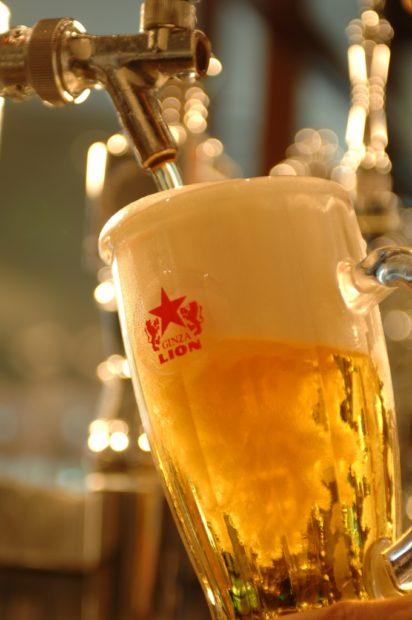 小田原のグルメなビアホール「銀座ライオン」人気No.1ステーキとサッポロ黒ラベルで乾杯!