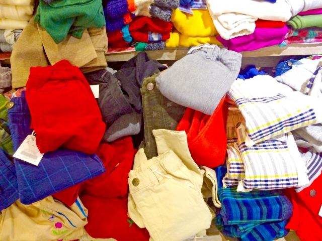 子ども服やおもちゃ並ぶ「キッズフリマinハーモス座間」