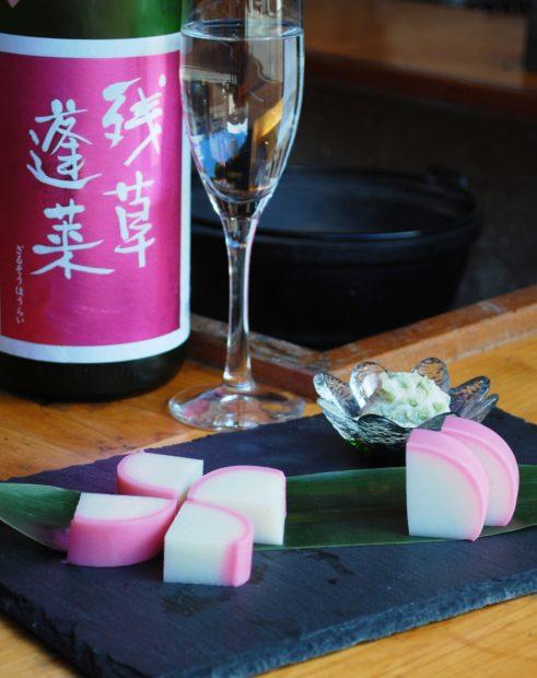 名物の伊達巻に桜味が登場。スイーツもお酒も楽しめる、小田原かまぼこの老舗「鱗吉(うろこき)」