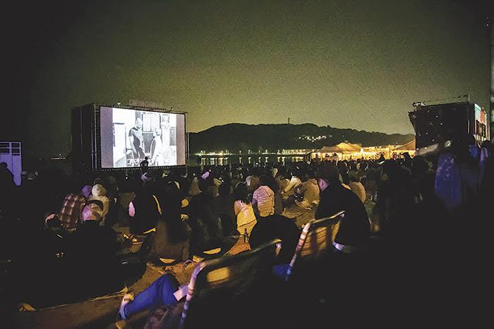 「逗子海岸映画祭」10日間だけの絶好ロケーション。『この世界の片隅に』など日替わり上映
