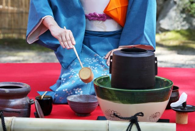 史跡相模国分寺跡で「茶」をたしなむ。