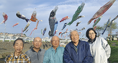 恩曽川地蔵橋親水広場に鯉のぼり!今年は280匹が見られます