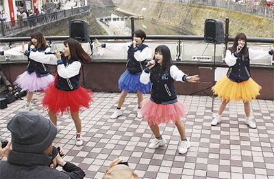 花言葉テーマに注目のアイドルも横浜を行進!「第66回ザよこはまパレード」