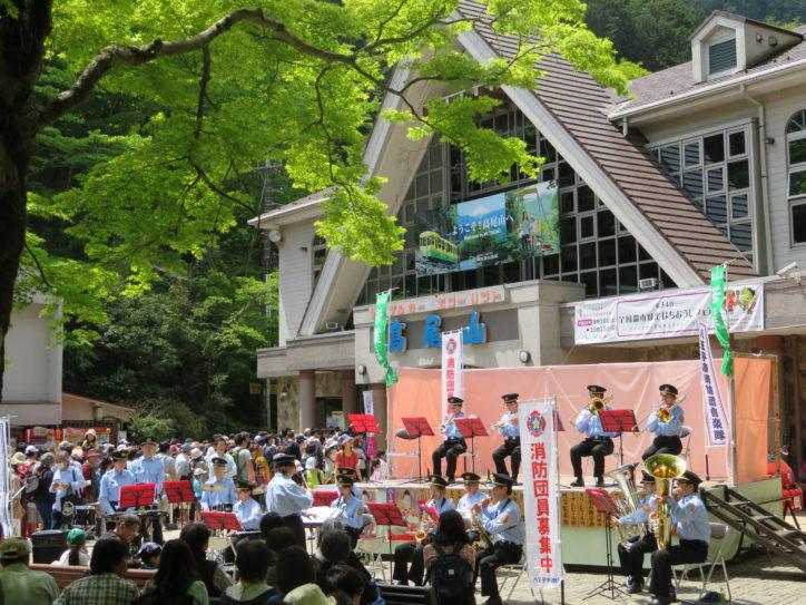 春もみじの絶景と楽しむ「高尾山若葉まつり」 消防団コンサートに人力車試乗会など