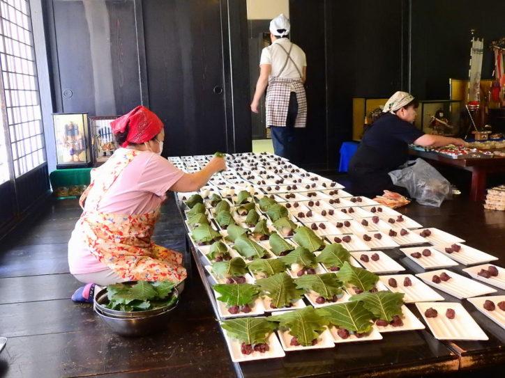 こどもの日に柏餅づくり!「鯉のぼりと五月人形展」も圧巻!巣箱・竹笛づくりなど@横浜・長屋門公園